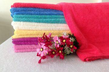 So sánh khăn khách sạn cotton và khăn microfiber