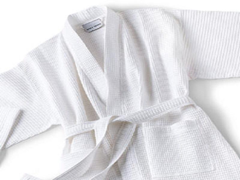 Nên chọn áo choàng tắm khách sạn loại nào tốt nhất ?