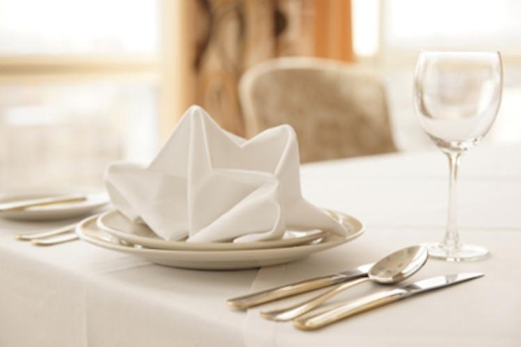 7 quy tắc sử dụng khăn ăn khách sạn để trở thành người lịch sự