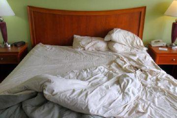 Sai lầm tai hại làm hỏng ga trải giường khách sạn nhanh hơn
