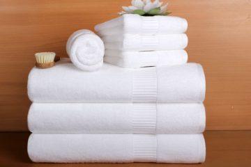 Tuyệt chiêu tẩy trắng và khử mùi khăn bông tắm khách sạn hữu ích cho nhân viên giặt là